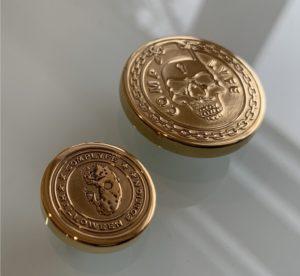 Complyfe Button vergoldet